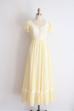 vintage 1970s Gunne Sax dress // 70s yellow gown by TrunkofDresses