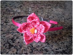 Giselle Barbosa Artesanatos: Tiara com flor de fuxico rosa com poás brancos II