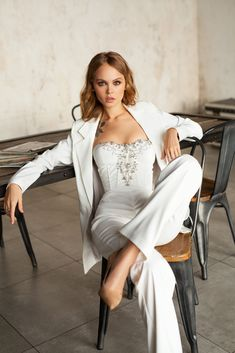 Wedding Gowns with Pants (Page Wedding ceremony Jumpsuits and Pant Fits For Your Particular Day There's a sort of bride who can't be bothered with diaphanous layers of organ. Wedding Gowns with Pants Bridal Corset, Bridal Gowns, Wedding Gowns, Civil Wedding, Wedding Outfits, Lace Wedding, Reception Gown, Wedding Reception, Wedding Rehearsal