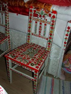 Tisztaszoba Magyarkiskapuson Hand Painted Furniture, Furniture Decor, Hungarian Embroidery, Cherries, Homeland, Decoration, Chalk Paint, Fresco, Dining Chairs