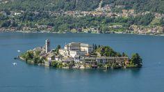 Orta San Giulio in Piedmont© iStockphoto   Orta San Giulio ligt op een eilandje in het Orta meer, prachtig gelegen. Het stadje  is een wirwar van straatjes met kinderkopjes en pleinen (doen denken aan die in Venetie).