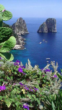Faraglioni Rocks, Capri, Baía de Nápoles, Italy