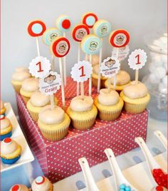 curious-george-birthday-party-treats-cupcakes