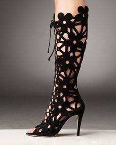 """how about a crochet version as """"leg warmers""""? Manolo Blahnik suede cut out peep toe boots! Crazy Shoes, Me Too Shoes, Dream Shoes, Cutout Boots, Summer Boots, Manolo Blahnik Heels, Crochet Boots, Sexy Boots, Low Boots"""