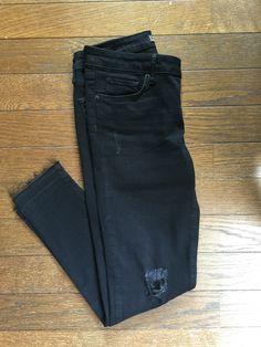 ZARAのダメージデニム。裾の切りっぱなしがなにげフリンジになってて今年ぽい。ザラのデニムは初めてだけど伸び感も丈も気に入りました。5999円。