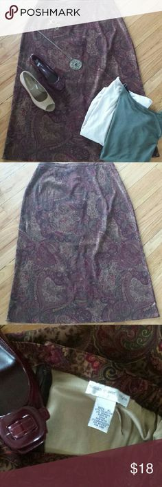 """Beautiful Paisley Susan Graver Skirt Sz XL This skirt has a beautiful paisley print & looks great with so many different colors.  Perfect addition to your Autumn wardrobe.  Very comfortable skirt,  made with elastic on the sides of waist with a button and zip back.  Made from 97% Polyester and 3 % Spandex measuring 37"""" in length and 34"""" in waist. EXCELLENT CONDITION!  I accept all reasonable offers Susan Graver Skirts A-Line or Full"""