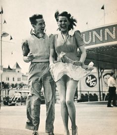 A little windy! 1940s