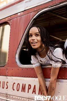 Zoe Kravitz For Teen Vogue March 2016 Issue. The gorgeous Zoe Kravitz can be spotted in the covers of Teen Vogue for it's March 2016 issue rocking her trademark braids and interviewed by Alex… Zoey Kravitz, Zoe Kravitz Style, Zoe Isabella Kravitz, Lenny Kravitz, Teen Vogue, Zoe Kravitz Tattoos, Poses, Lisa Bonet, Belle
