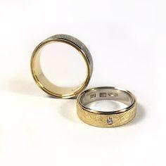 WASZE OBRĄCZKI © Dwukolorowe obrączki z białego i żółtego złota próby 750 (18 karatów).   Męska jest kolorystyczną odwrotnością damskiej.   Waga 14 gramów. Brylant 0,03 karata.  http://waszeobraczki.pl
