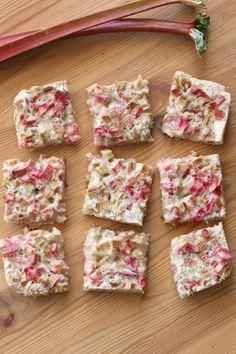 The Best Easy Dessert Recipes Ideas - Aoneperfume Rhubarb Scones, Rhubarb Bars, Rhubarb Desserts, Rhubarb And Custard, Spring Desserts, Custard Filling, Rhubarb Cobbler, Best Easy Dessert Recipes, Best Rhubarb Recipes