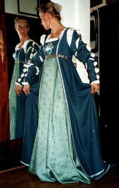 La Pompadour Kleider der Renaissance                                                                                                                                                                                 Mehr