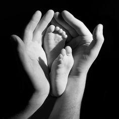 Termine Oktober/November 2015 - HypnoBirthing Kurse Beim HypnoBirthing, basierend auf dem Prinzip der Selbsthypnose, üben und vertiefen wir gemeinsam Gedankenmuster um Ihnen die die Möglichkeit zu geben, sich Zeit zu nehmen, die Schwangerschaft bewusst zu erleben und die Kontaktaufnahme zu ihrem Kind und zu eigenen inneren Ressourcen bewusst zu pflegen. Wir stärken Ihr Ihr Selbstvertrauen vor und während der Geburt…