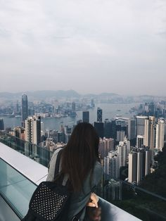 Travel Pictures, Cool Pictures, Cool Photos, Night Aesthetic, Aesthetic Girl, Tumblr Photography, Portrait Photography, Cute Girl Pic, Foto Instagram