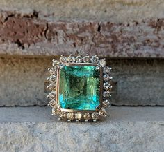 Vintage Emerald and Diamond Halo Ring in 18k White Gold | Emerald Engagement Ring #vintagerings