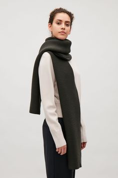 COS image 3 of Contrast-coloured rib scarf in Khaki Green