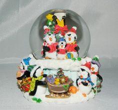 Christmas Penquins Snowglobe