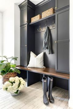 Charming black cottage style mudroom boasts light brick pavers contrasted with a black built-in bench topped with a stained wood seat fixed beneath stacked black locker cabinets adorned with antique brass knobs. Mudroom Cabinets, Mudroom Laundry Room, Bench Mudroom, Mudroom Cubbies, Cottage Style Mudroom, Ideas Cabaña, Room Ideas, Decor Ideas, Boot Room Utility