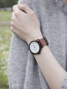 TID Watches(ティッドウォッチ)の腕時計「TID Watches|TID No.1 Leather Wristband(革ベルト)」をSUU(スー)で購入できます。暮らしを素敵にするモノを集めたショッピングモール、キナリノモール。