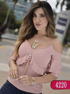 Blusa colombiana - ref. 252 coral my wardrobe in 20 Blouse Styles, Blouse Designs, Casual Outfits, Cute Outfits, Modelos Fashion, Look Fashion, Womens Fashion, Lace Dress With Sleeves, Blouse Dress