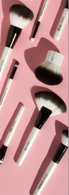 Upgrade your makeup brushes for the summer to get the ultimate bronzed glow. Professional quality brushes that won't break your budget! #expertbeauty