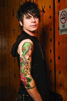 ron ficarro falling in reverse - Google Search / he looks remarkably attractive in this picture, and that's a fact.