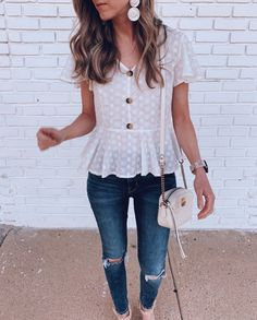 Surely a strong point of a winning look is to make the wearer feel at ease and casual looks are the most fashionable and comfortable at the same time. 😉 Ready to see 32 Casual Chic Cute Outfits For This Summer? Top Jean, Look Fashion, Fashion Outfits, Womens Fashion, Spring Fashion Casual, Latest Fashion, Fashion Trends, Prep Fashion, Fashion Blouses