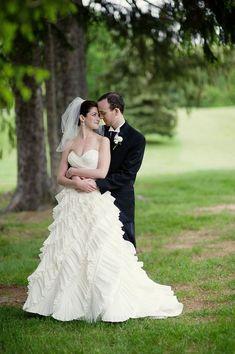 Amazing Outdoor Wedding Photography Poses Ideas Check more at http://lucky-bella.com/outdoor-wedding-photography/