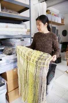Hiroko Takeda is a favorite of Richard Meier, Victoria Hagan, and Peter Marino Large Scale Art, Textile Sculpture, Textile Texture, English Artists, Textiles, Textile Artists, Dobby, Textures Patterns, Textile Design