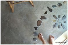 earthen floor with natural stones (Dirt Craft Natural Building) - Like the look of this for a crystal grid or a crystal mandala or somehow a flower of life pattern - something to consider Cob Building, Green Building, Building A House, Earth Bag Homes, Earthship Home, Natural Flooring, Adobe House, Tadelakt, Natural Homes