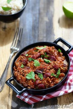 Chili con Carne - Ein Mittagessen in der Sonne - Famous Last Words Chorizo, Chili Recipes, Mexican Food Recipes, Healthy Eating Tips, Healthy Recipes, Spicy Stew, Smoking Recipes, Food Menu, Lunches
