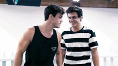 I love it that their not showing fake happiness anymore. I know this sounds really stupid but now I can tell what's a true smile or a fake oneif I see that Ethan and Grayson is happy, and I see them laugh without any force, my day becomes better Ethan And Grayson Dolan, Ethan Dolan, Fake Happiness, Dolan Twins Memes, Martinez Twins, Twin Brothers, Beautiful Boys, We The People, Celebrity Crush