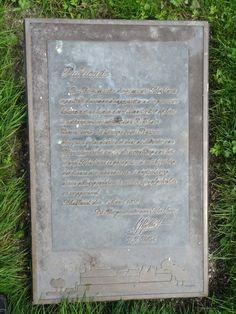 Schokland - Noordoostpolder. Bronzen plaquette van de brief van de burgemeester van Schokland aan alle inwoners van het eiland m.b.t. de totale 'ontvolking' per 1 maart 1859. De plaquette is te vinden op ht museumterrein op Schokland. Foto: G.J. Koppenaal - 8/8/2016.