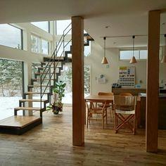 yukiさんの、ブナコ照明,パナソニックキッチン,ガレージのある家,ガルバリウム鋼板,稲妻階段,吹き抜けリビング,アイランドキッチン,新築,床材オーク,部屋全体,のお部屋写真