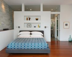 Get some lovely mid-century bedroom-design ideas from this round up! - Home Design Closet Behind Bed, Wall Behind Bed, Bedroom Wall Decor Above Bed, Bedroom Divider, Closet Bedroom, Dream Bedroom, Master Bedroom, Master Suite, Closet Wall