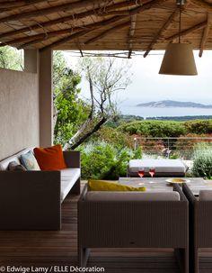 Une terrasse ouverte sur la mer