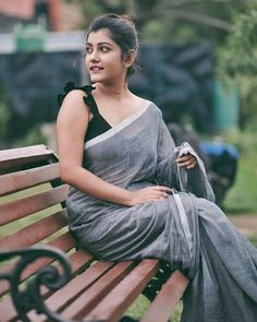 Indian Desi beauties – Indian Desi Beauty – Indian Beautiful Girls and Ladies Indian Photoshoot, Saree Photoshoot, Beautiful Girl Indian, Beautiful Indian Actress, Saree Poses, Khadi Saree, Saree Blouse, Photography Poses Women, Only Play