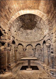 Architecture Romane, Romanesque Architecture, Classical Architecture, Beautiful Architecture, Art And Architecture, Pre Romanesque, Architecture Religieuse, Roman Church, Stained Glass Church