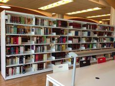 Las estanterías de la Zambrano cobran vida al irse llenando de libros.