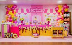 Que doçura essa confeitaria!!! Decoração por @lifesdecoracoes . . 📍Rio de Janeiro . . . . . . . . . . #confeitaria #festaconfeitaria… Candy Themed Party, Candy Land Theme, 2nd Birthday Party Themes, Birthday Table, Chocolate Bar Cakes, Ice Cream Party, Candy Store, Backdrops For Parties, First Birthdays