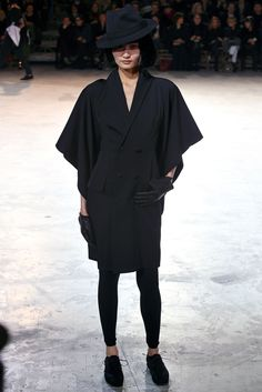Yohji Yamamoto Fall 2013 Ready-to-Wear Fashion Show