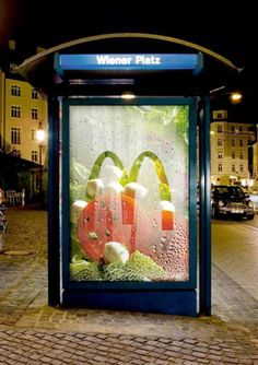 Les 20 abribus les plus créatifs et originaux ! Food Advertising, Out Of Home Advertising, Guerrilla Advertising, Advertising Design, Advertising Campaign, Creative Advertising, Bus Stop Advertising, Ads Creative, Street Marketing
