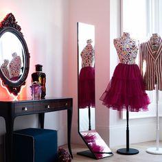 I want to get dressed here! Google Image Result for http://housetohome.media.ipcdigital.co.uk/96%257C00000d419%257Cd8f7_orh550w550_teen-room-8.jpg