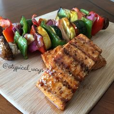 Ingredients servings): salmon fillets soy sauce Better Body Foods Coconut Palm Sugar Water olive oil clove of garlic – minced Grilling Vegetables of choi… Healthy Cooking, Healthy Eating, Cooking Recipes, Healthy Recipes, Healthy Food, Salmon Seasoning, Grilled Salmon, Grilled Food, Cooking