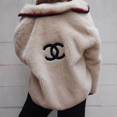 Chanel logo fur coat Im dying I need this. Winter fashion for hype bae - Chanel Clothes - Trending Chanel Clothes - Chanel logo fur coat Im dying I need this. Winter fashion for hype bae Chanel Fashion Show, Look Fashion, Luxury Fashion, Winter Fashion, Fashion Outfits, Womens Fashion, Fashion Trends, Fashion Clothes, Fashion Ideas