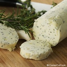 An easy compound butter recipe with garlic and herbs that is perfect for steak, corn, chicken, turkey, or for bread! This is my secret to making the most delicious recipes that everyone raves about! Flavored Butter, Homemade Butter, Butter Recipe, Thanksgiving Recipes, Holiday Recipes, Great Recipes, Favorite Recipes, Thanksgiving Turkey, Amazing Recipes