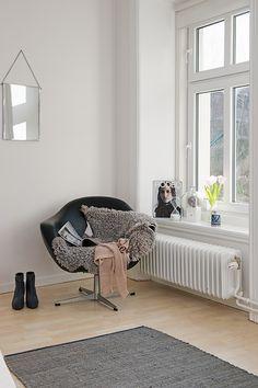 Pour une champre : poser un joli fauteuil dans un coin de la pièce