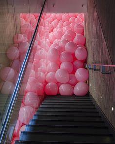 Pink balloons installation - Martin Creed, Work No.