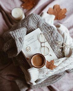 5,576 отметок «Нравится», 57 комментариев — Dominika Brudny (@domsli22) в Instagram: «Happines is a cup of coffee and a good book. Uwielbiam Evansa! Hotel pod jemiołą to jego najnowsza…»
