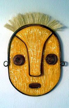 Reciclagem também é arte... Máscara reciclada em papelão e massa acrílica. Saiba mais aqui na: www.viladumont.vai.la