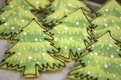 decorated cookies by Paula Pindroh - Could I tone down the detail and still make them cool? Christmas Tree Cookies, Christmas Sweets, Holiday Cookies, Christmas Baking, Green Christmas, Christmas Recipes, Cupcakes, Muffins, Flower Cookies